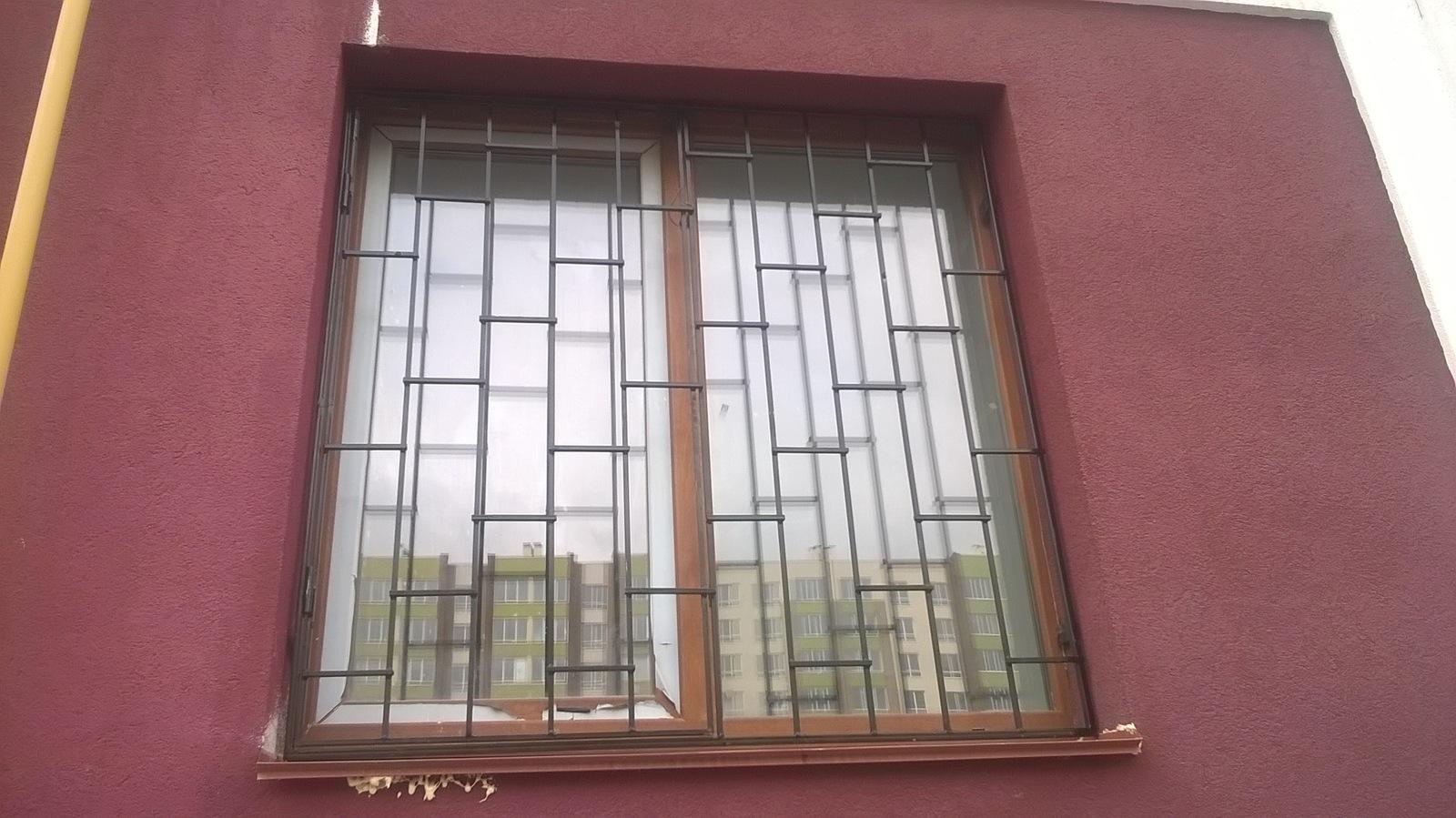 современные решетки на окна внутри фото трапеции заключается